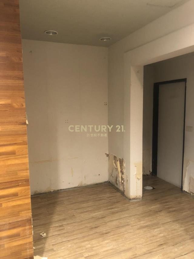 租屋、房屋出租、租房子都找21世紀不動產–愛三路黃金店面-基隆市仁愛區愛三路