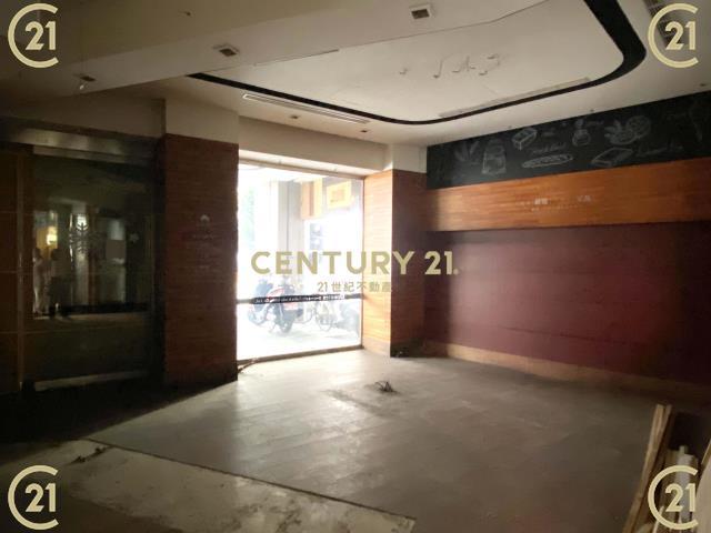 租屋、房屋出租、租房子都找21世紀不動產–原Donut's站前三角窗地標名店(租)-台南市中西區中山路