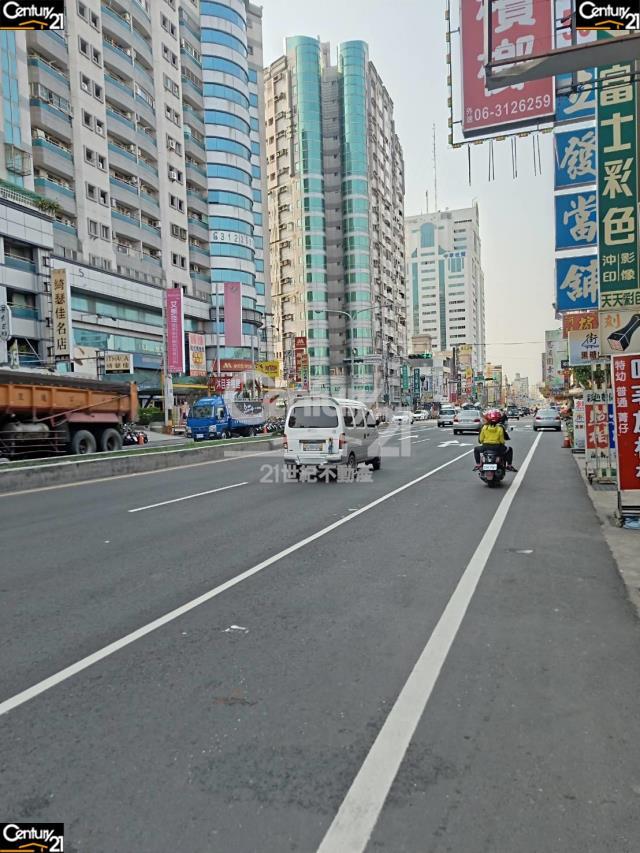 租屋、房屋出租、租房子都找21世紀不動產–永康中華路金店面-台南市永康區中華路
