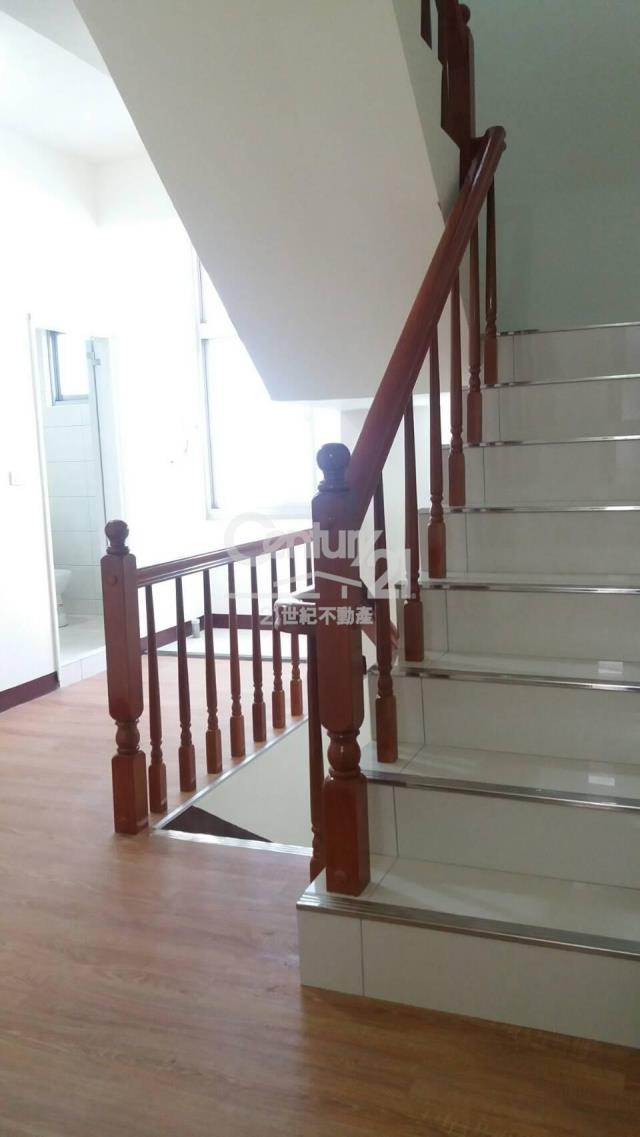房屋買賣-新竹縣湖口鄉買屋、賣屋專家-專售和興國小美透天,來電洽詢:(03)599-8518