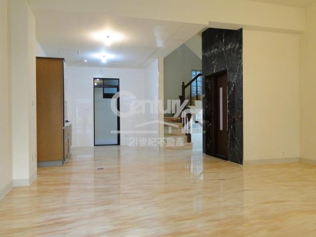 房屋買賣-新北市林口區買屋、賣屋專家-專售皇家帝堡,來電洽詢:(02)2608-7676